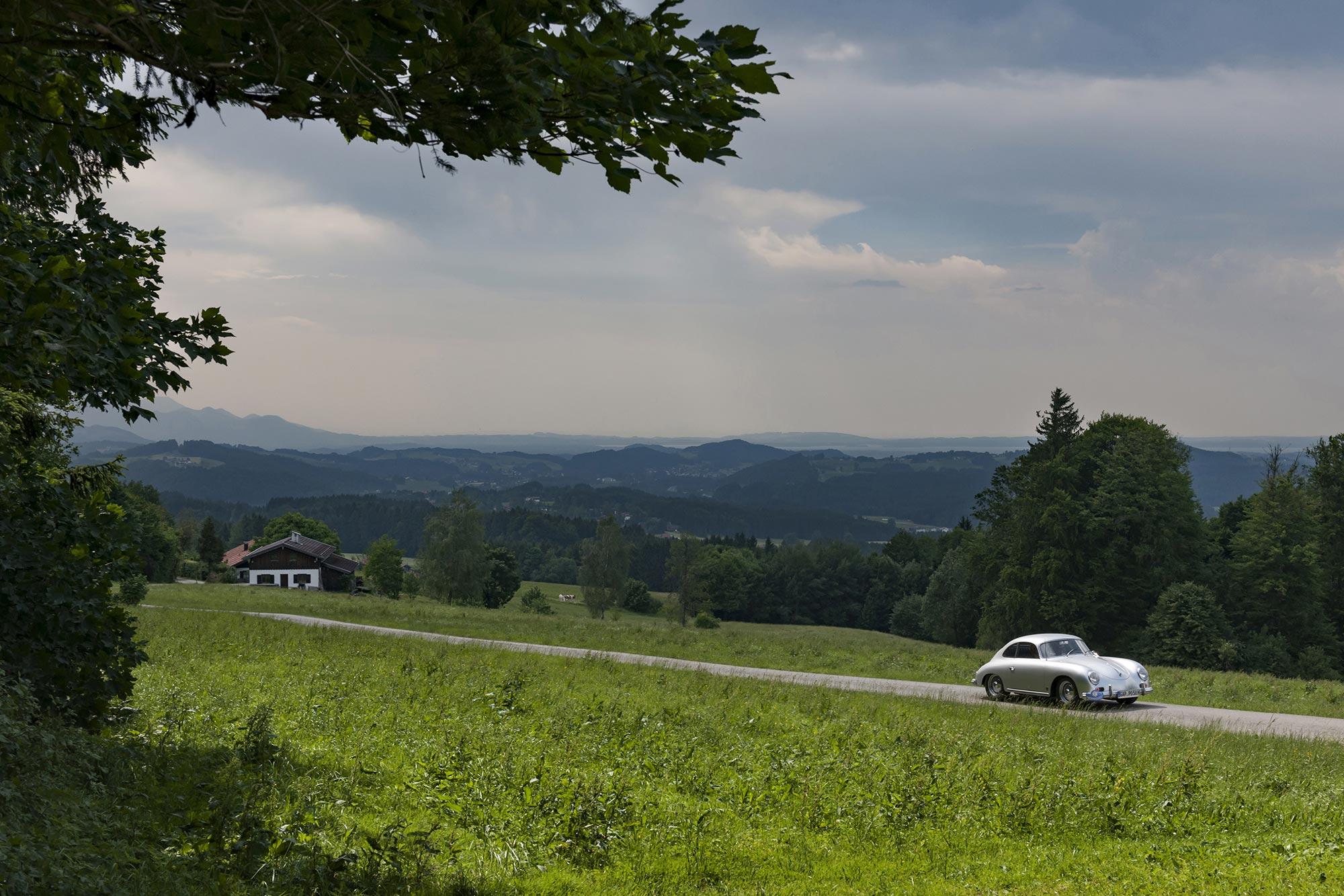 Porsche 356 auf der Wasserscheide am Teisenberg