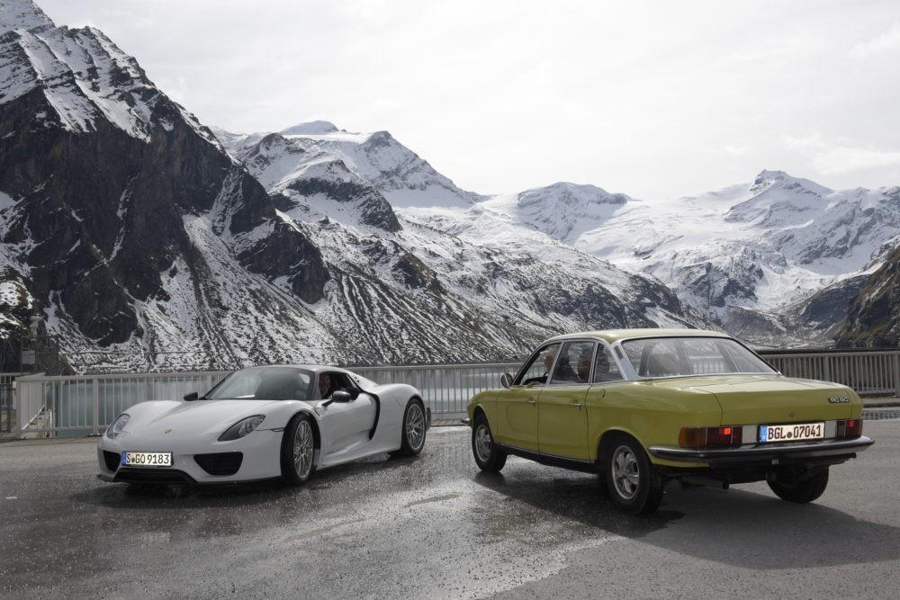 EdelweißClassic | Das Titelmotiv zur Benefizrallye 2019: der Porsche 918 Spyder und der NSU RO 80 vor dem Mooserbodenstausee in Kaprun
